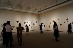 石本藤雄展では来場者が気軽に写真を撮っていた